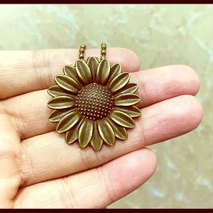 Bronzed Sunflower Necklace!! Brand New!! Large!!